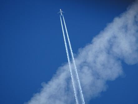 aircraft-1705922_1920